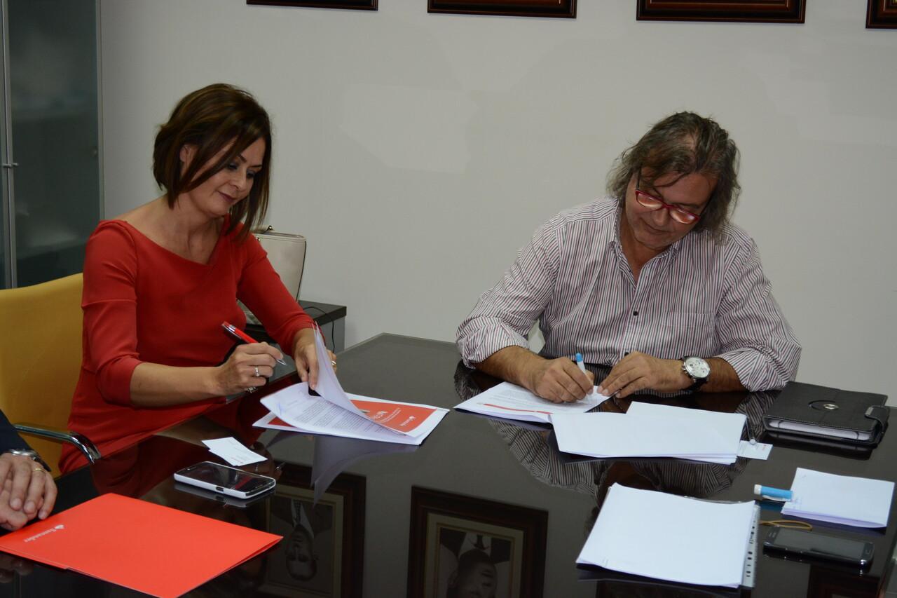 El coecs firma un convenio de colaboraci n con banco for Convenio oficinas madrid