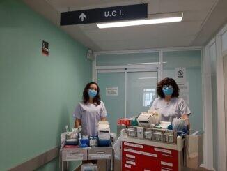 Montserrat Soriano y Estefanía Alguacil, enfermeras de la Unidad de Cuidados Intensivos.